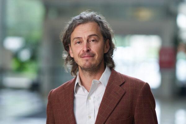 Ilya Monosov receives grant to develop noninvasive treatment method