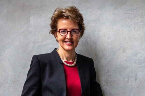 Linda Richards receives Pioneer Award from NIH